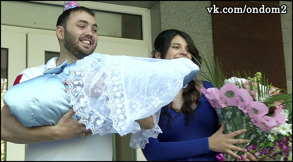 Александр Гобозов, Алиана Устиненко (Асратян), Роберт