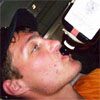 <b>Кто отбирает алкоголь из рук участников дома 2</b>