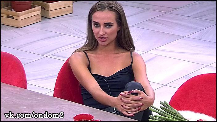 Анастасия Ендальцева рассказывает про яхты и Монако, а сама ходит в рваных туфлях.