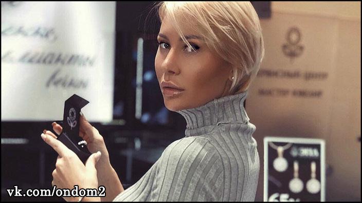Элина Камирен (Карякина) прошлась по завистливым женщинам.