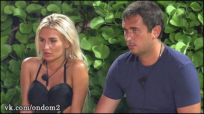 Это вырезали из эфира. Как на самом деле Андрея Шабарина и Розалию Райсон выгоняли из дома 2.