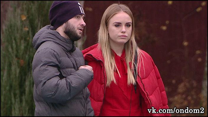 Милена Безбородова визжала, а пьяный Алексей Безус её бил, пока не оттащили.