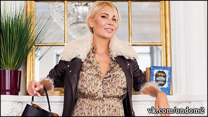 Новый любовник Элины Камирен (Карякиной) настолько красив, что она забыла про свою дочь, Александру Задойнову.