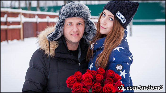 Савкина и Яббаров впервые вышли на совместную прогулку с сыном + фото