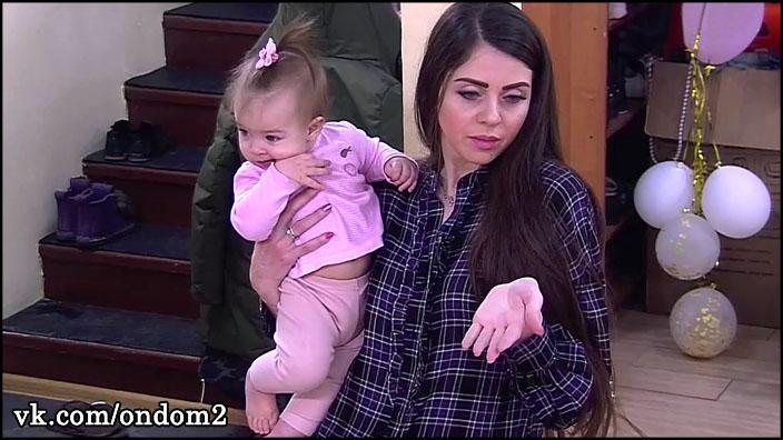 Зрителям стало страшно за Василису, когда Рапунцель подошла к детской кроватке