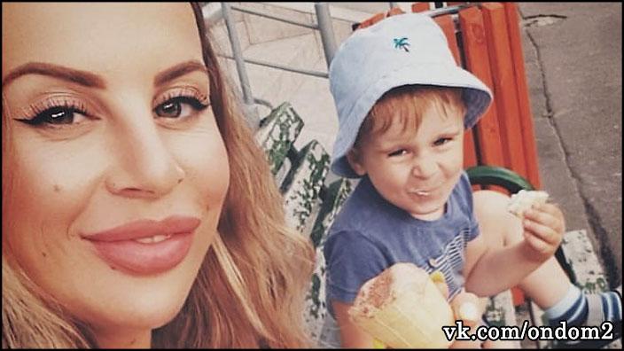 Ольга Ветер сдружилась с бывшей участницей и спивается на глазах сына