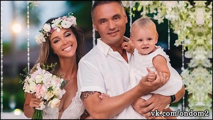 Анастасия Лисова вместе с мужем и дочерью чудом спаслась от гибели прошлой ночью