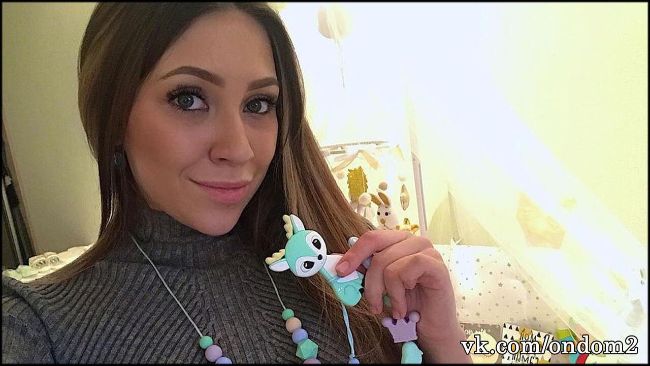 Алёна Савкина случайно засветила обручальное кольцо + фото