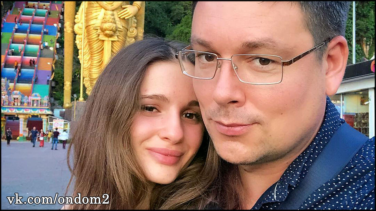 Андрей Чуев с молодой женой переехал в шикарный особняк + видео