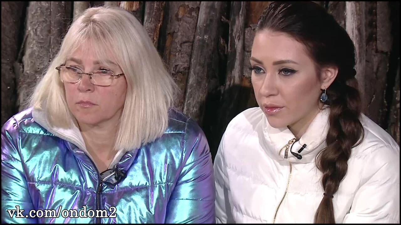 Выяснилось, почему Алёна Савкина регулярно кроет матом родную мать