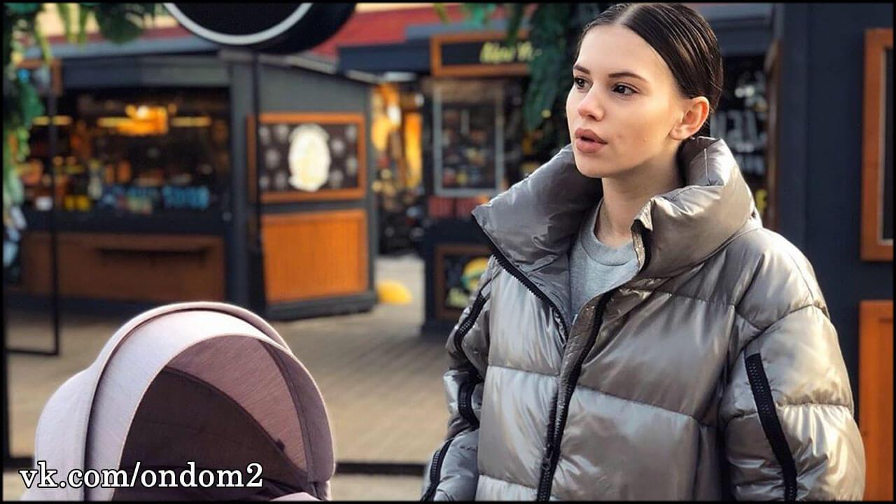 Гинеколог осмотрел Сашу Артёмову и вынес вердикт насчёт второй беременности
