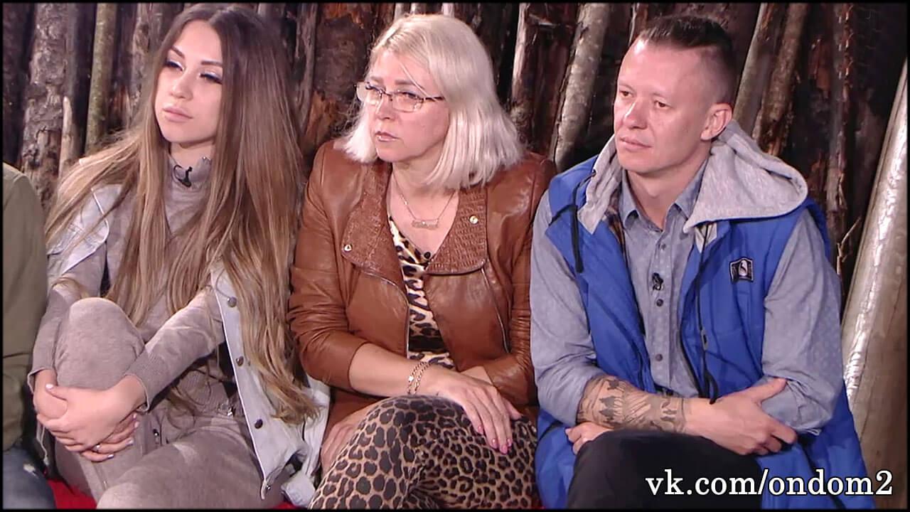 Рома Макеев крушил всё вокруг на глазах Савкиной и её матери + видео