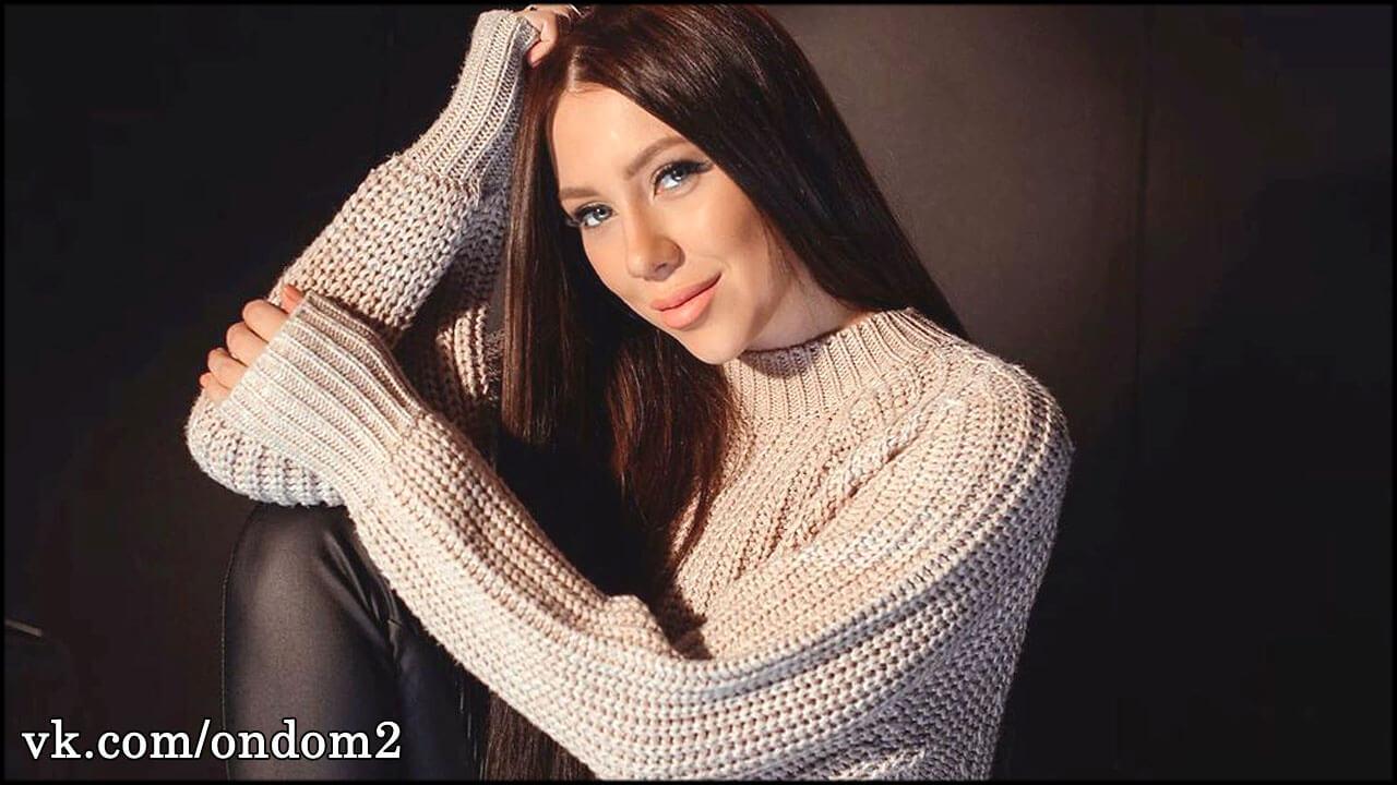 Алёну Савкину считают беременной, ведь она делала странные жесты + фото