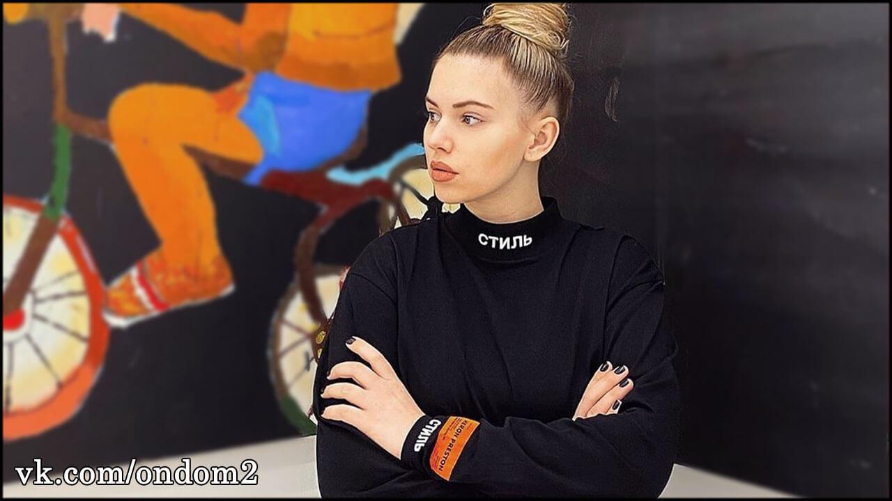 Ставшая мамой Александра Артёмова раздражена случаем в аптеке