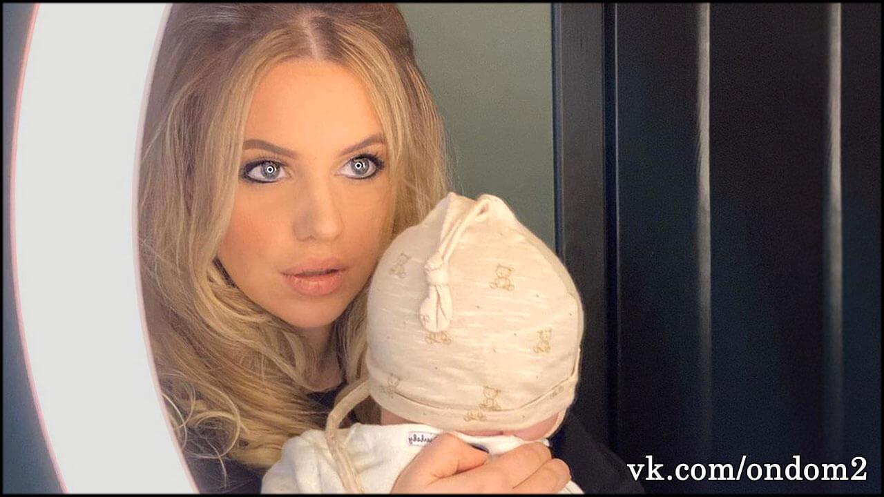 Александра Артёмова впервые назвала новорождённую дочь по имени