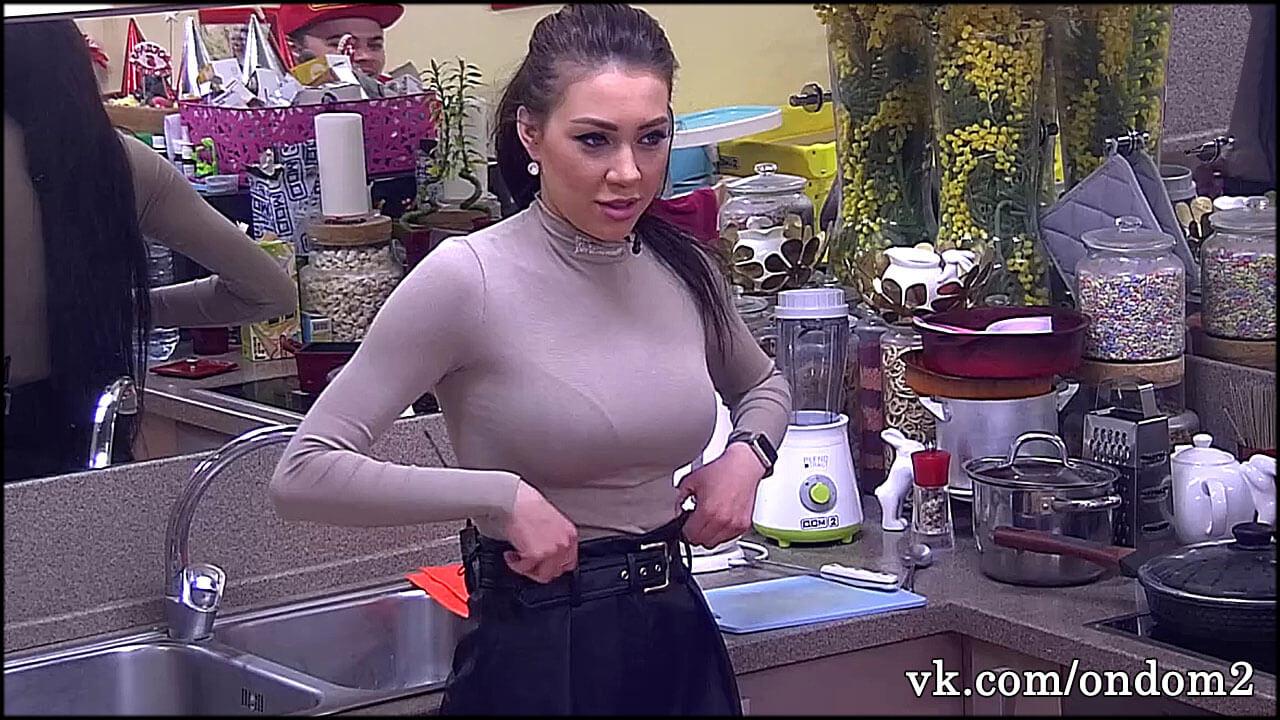 По слухам, Алёна Савкина нарушила режим самоизоляции и сбежала с проекта