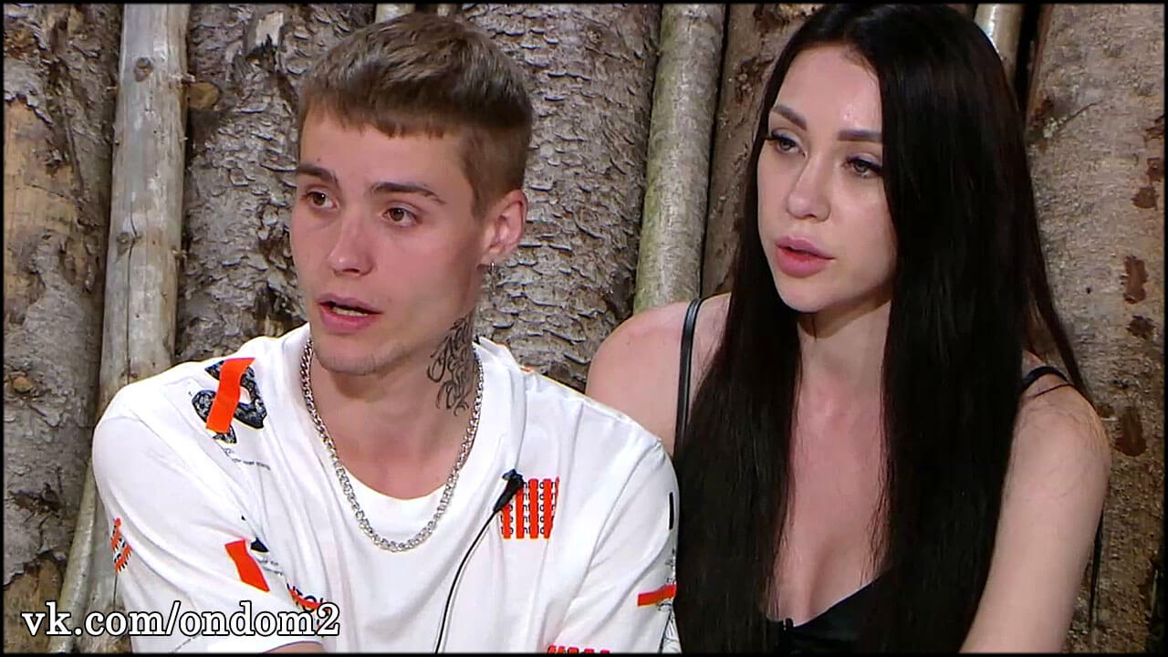 В сети обсуждают информацию о драках Савкиной и Максима во Владивостоке
