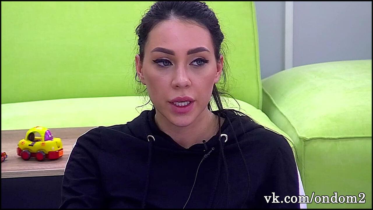 Алёна Савкина задрала юбку в эфире и теперь этот кадр обсуждает весь интернет + фото